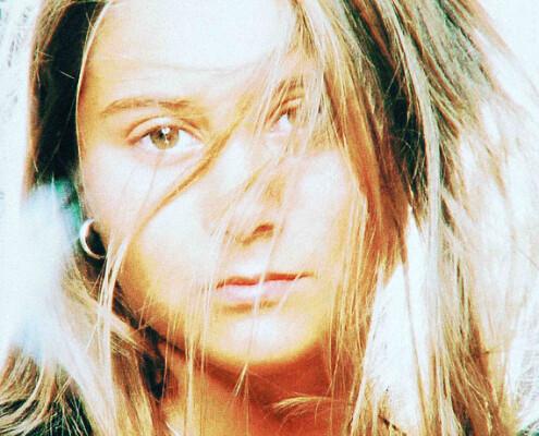 Model-hair-wind-Belmont